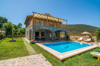 4 bedroom store build luxury villa rental in heart of Kayakoy