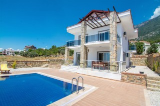Villa Mithat, 5 bedroom villa in Ovacik with large pool.