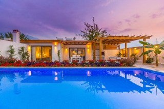 Pandora Evi, 2 Bedroom Luxury Villa İn Hisaronu with pool table