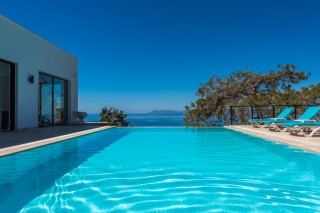 Luxury 6 bedroom villa with secluded pool and sea view