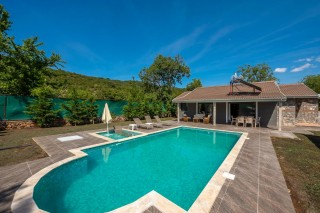 3 bedroom secluded villa with children's pool