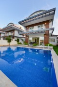 4 bed villa in Koca Calis with private swimming pool and garden