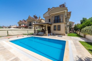 luxury 4 bedroom villa in Calis with private pool