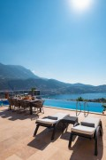 5 bedroom ultra luxury villa with sea views and close to centre