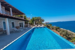 Beautiful 5 bed luxury villa with sea view and private sea access